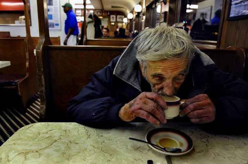 """¿Ya conoces el """"café pendiente""""? Puedes compartir una taza de café con personas en situación de calle"""