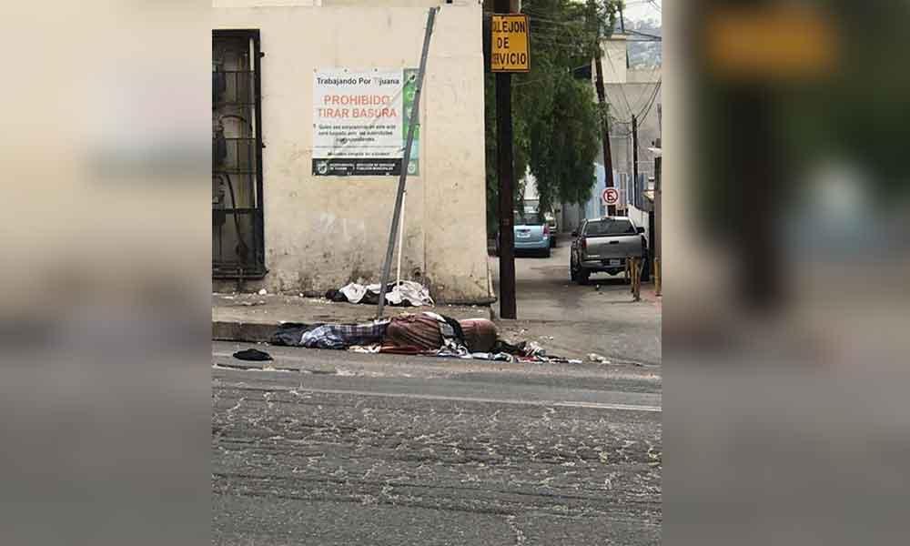 Abandonan cadáver encobijado en Tijuana
