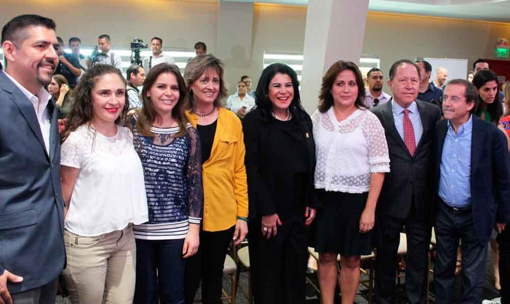 """Asiste Presidente de DIF Tecate a presentación de campaña """"México en Pie"""""""