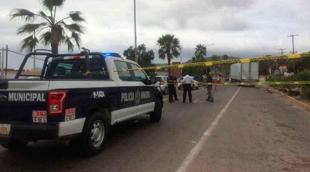 Muere mujer tras ser arrollada por un trailer en Ensenada
