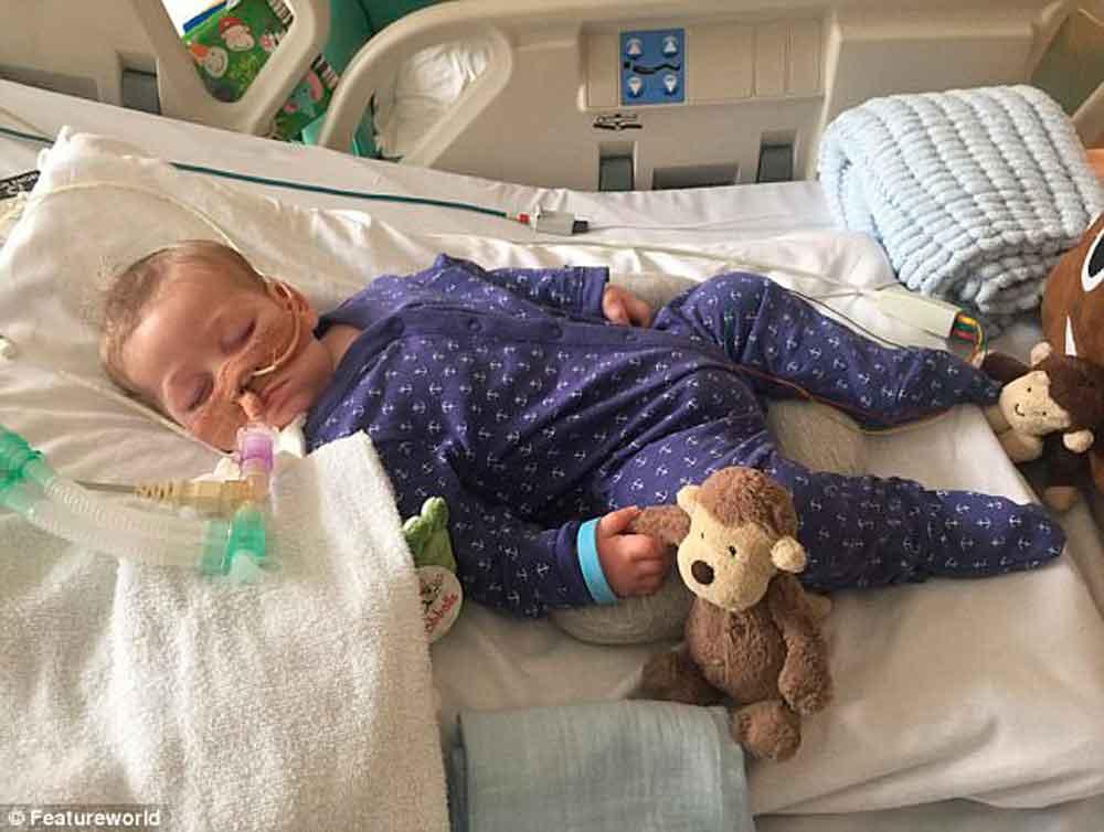 Muere el bebé británico Charlie Gard; padres lo desconectan de soporte vital