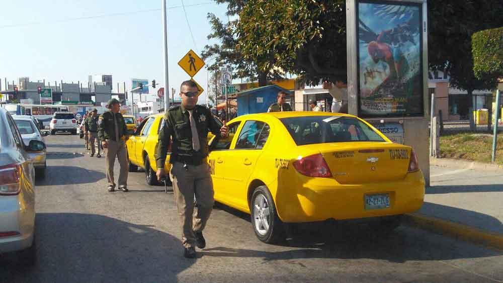 Inician operativo para retirar taxis amarillos de la garita