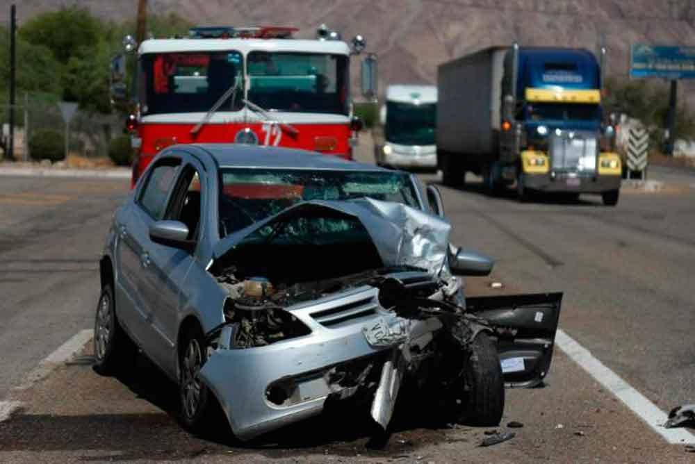 Tres lesionados tras fuerte choque en carretera Mexicali-Tijuana