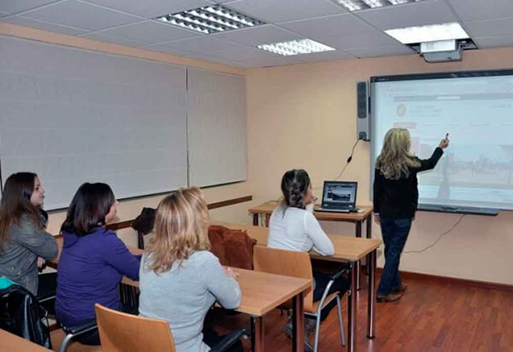 La SEP busca mil maestros de inglés para enseñar en escuelas normales