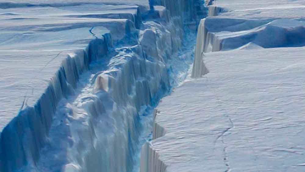 Gigante iceberg está por desprenderse en la Antártida