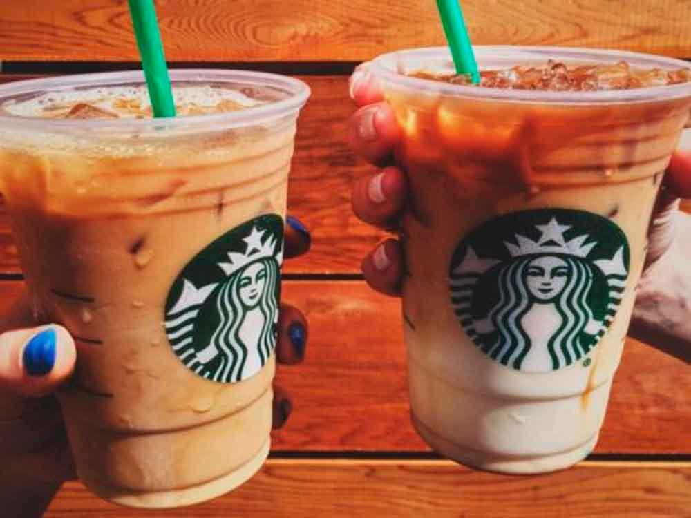 Encuentran materias fecales en bebidas de Starbucks