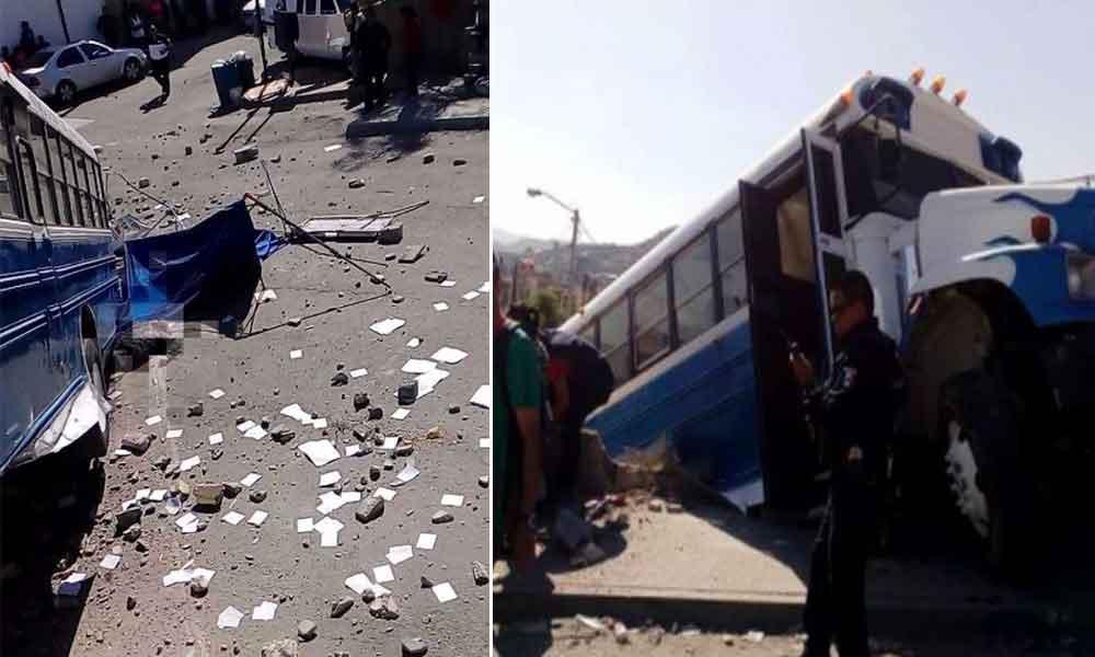 Camión de pasajeros atropella a 5 personas, mueren dos