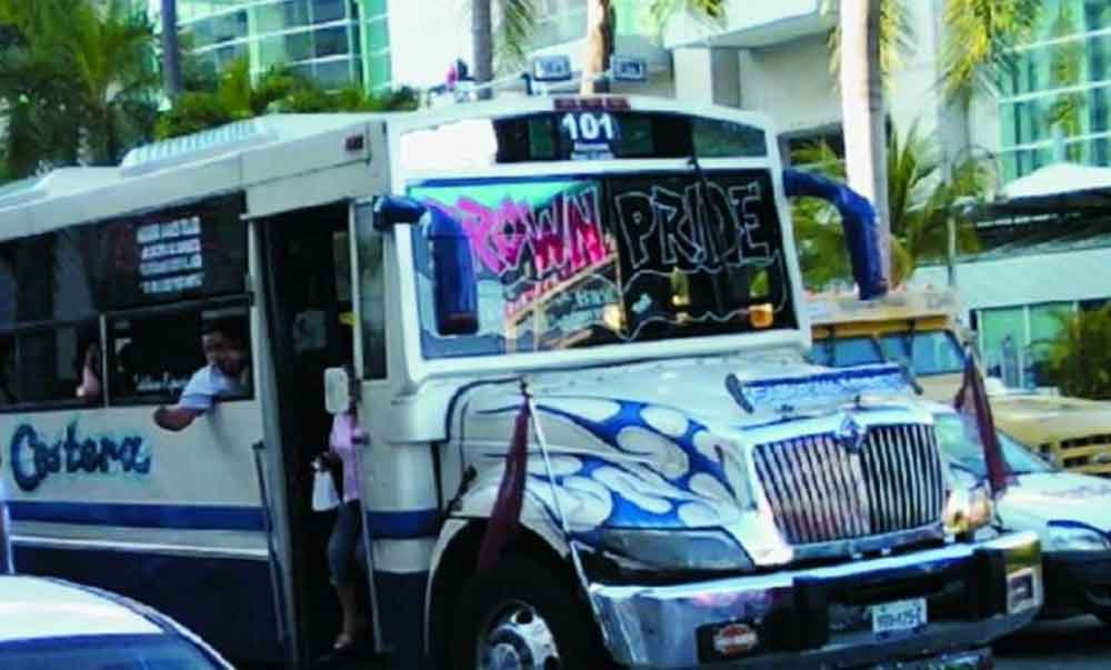 "Le da el ""mal de amores"" a microbusero en plena ruta"