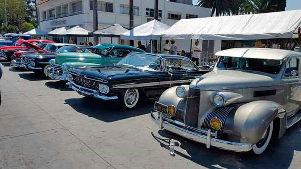 Hubo Exhibición de Autos Clásicos a beneficio de la Fundación Lucero