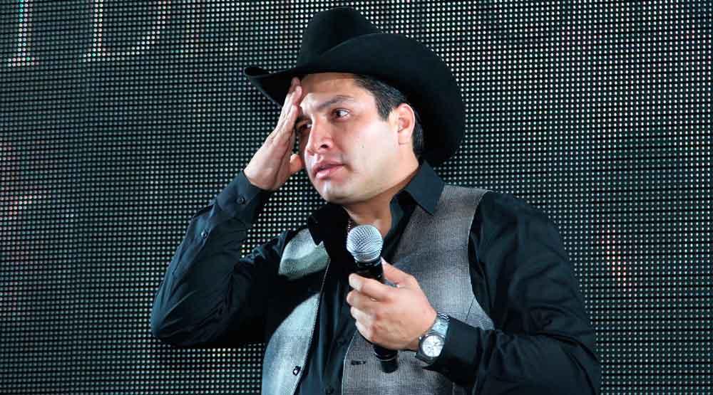 Julión Álvarez sin trabajo tras escándalo con el narco; lo sacan de la Voz Kids