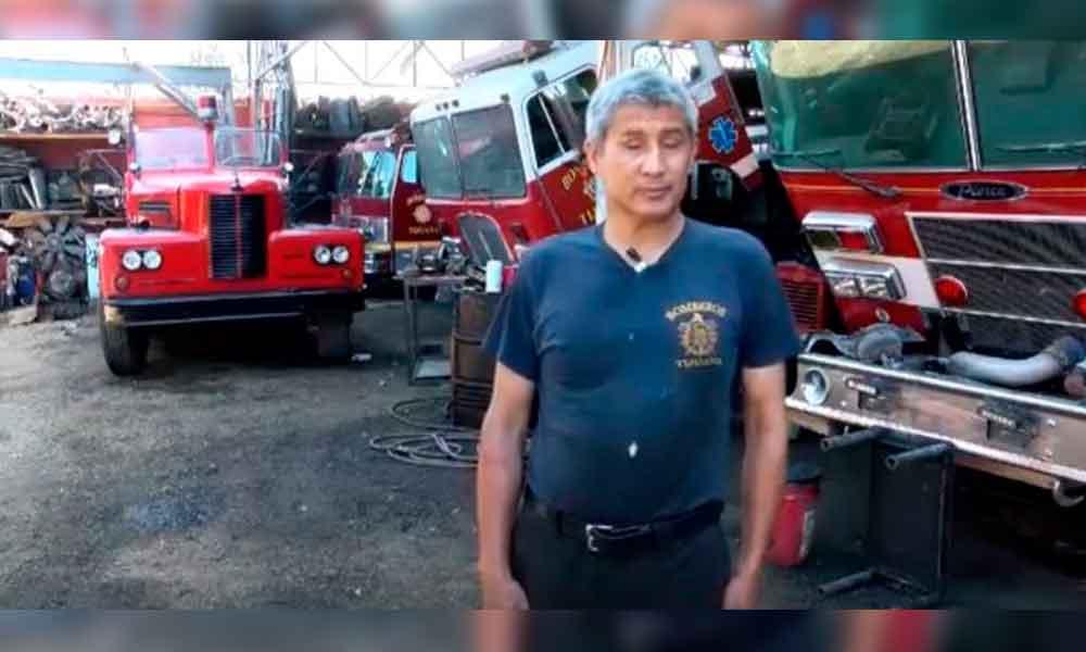 Adrián es invidente y es mecánico de Bomberos Tijuana