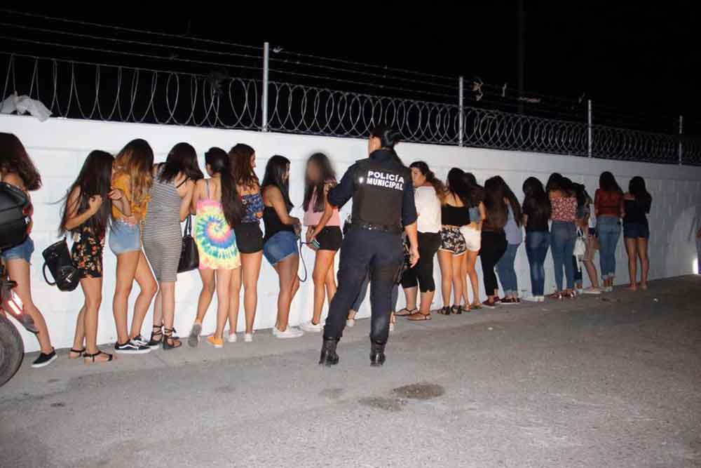 Capturan a 76 jóvenes ebrios en una fiesta convocada por facebook