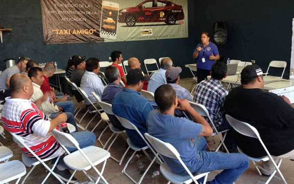 Capacitan a taxistas de Ensenada sobre prevención de accidentes