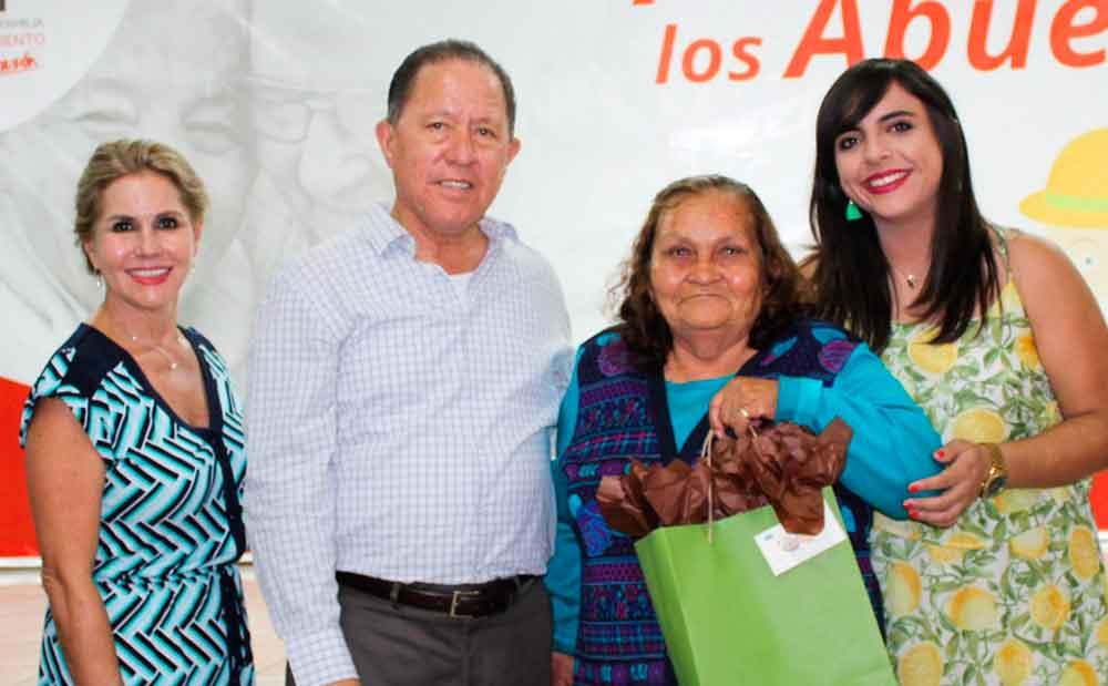 Celebra DIF Tecate Día del Abuelo con clubes de la alegría