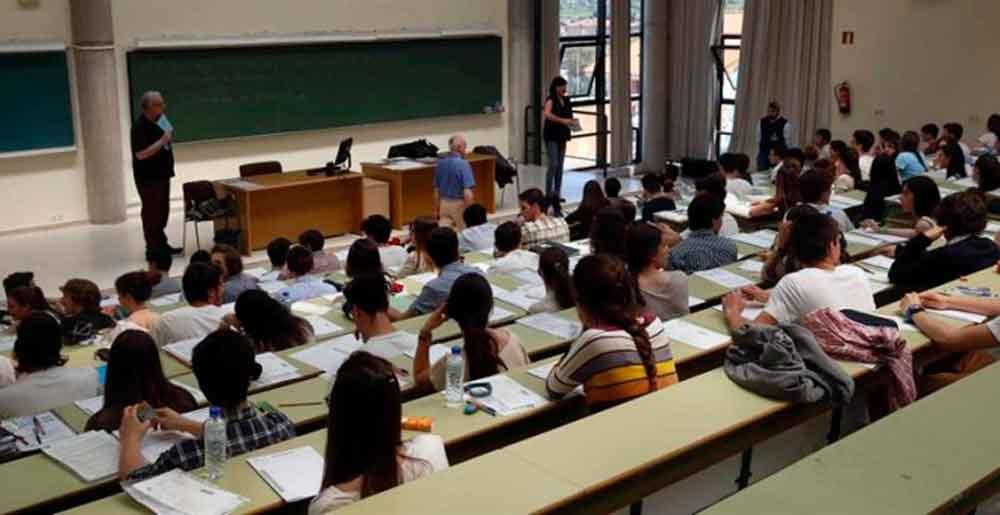 Estudiante recibe beca millonaria por error, gasta a manos llenas y ahora tendrá que pagar