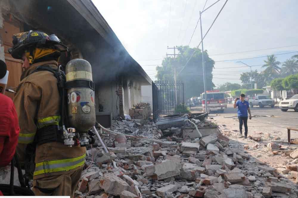 9 heridos de gravedad tras explotar tanque de gas en una casa