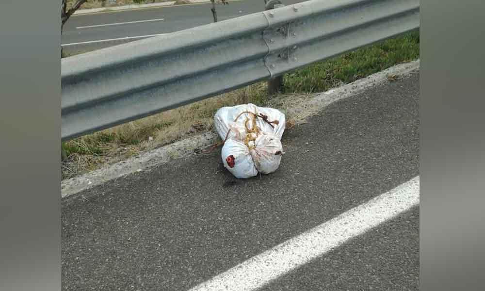 Localizan restos humanos dentro de bolsas de basura en acceso a Rosarito
