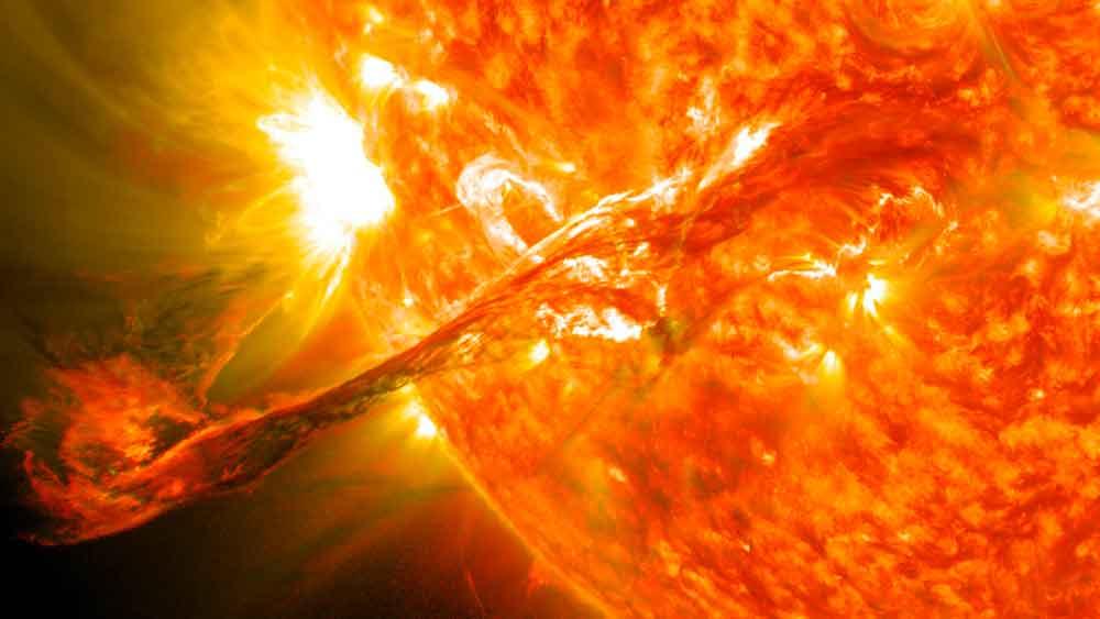 """""""Terremoto"""" en el Sol: llamarada podría llegar a la Tierra"""