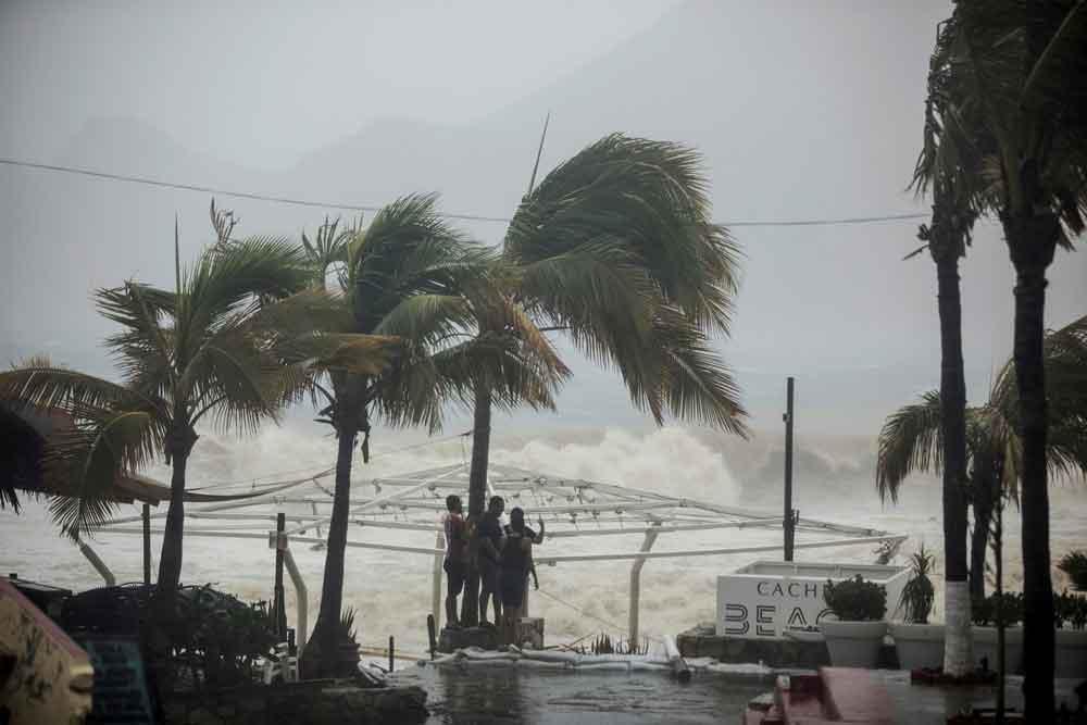Tormenta tropical Norma se intensifica y avanza hacia Baja California