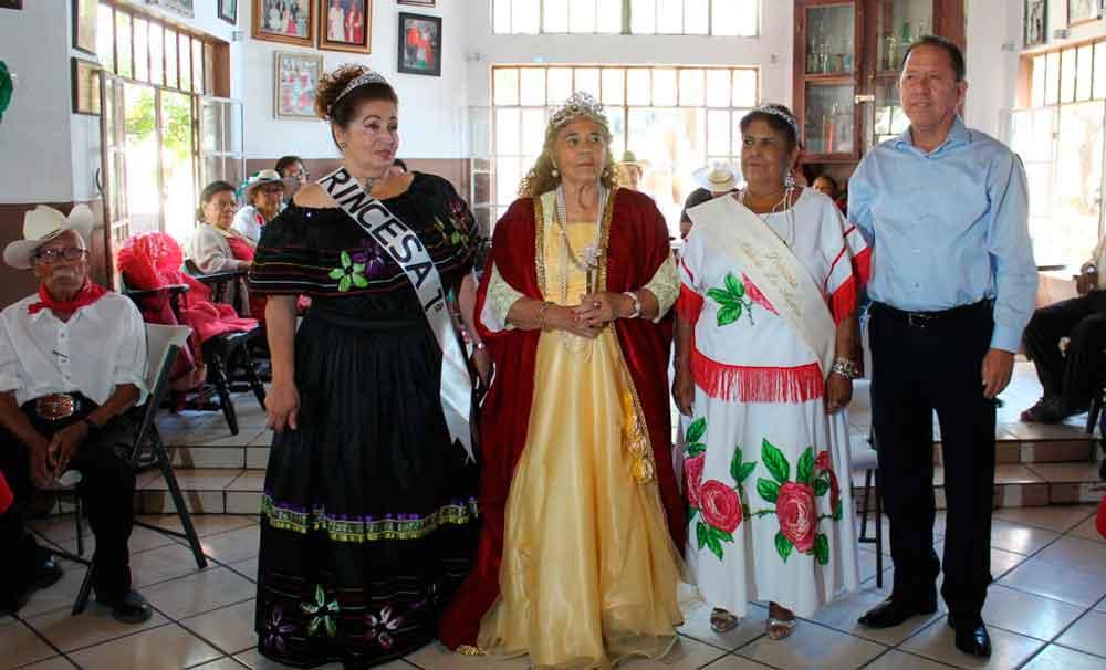 """Coronan a """"Abuelitas Reinas Fiestas Patrias 2017"""""""