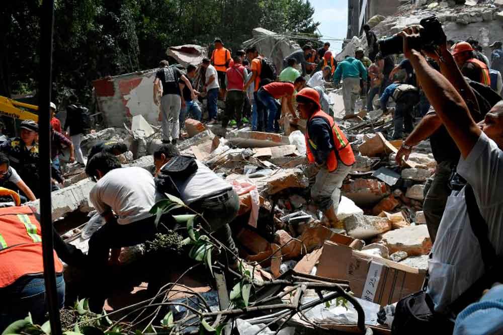 Suman 225 muertos por sismo de 7.1 grados en México