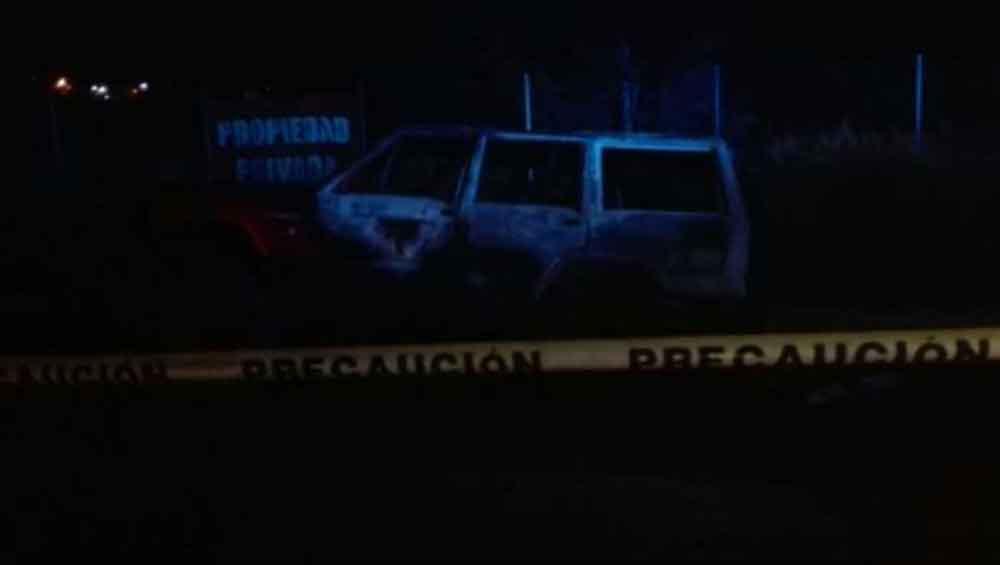 Localizan tres cuerpos calcinados dentro de un auto en Tijuana