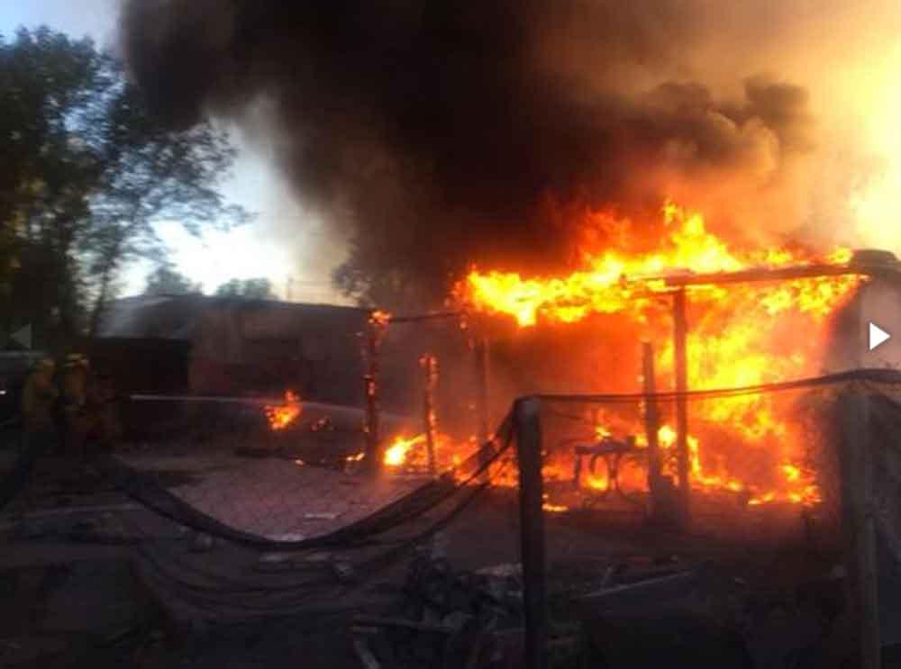 """Diablitos"" en cables provocan fuerte incendio en Mexicali"