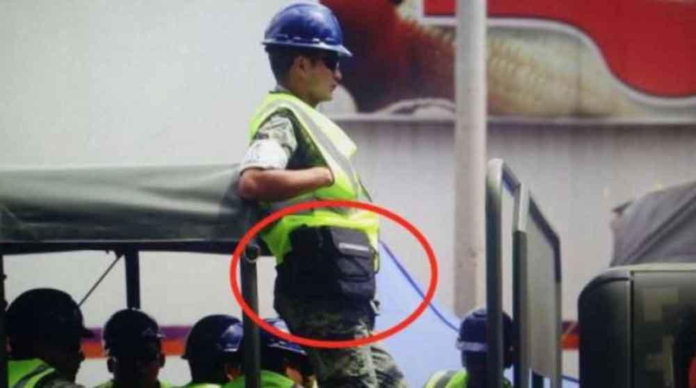 Rescatistas y militares robaron equipo de un fotógrafo herido