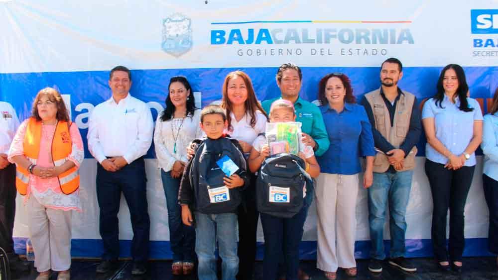 Entregan apoyos sociales en beneficio de familias de Tecate