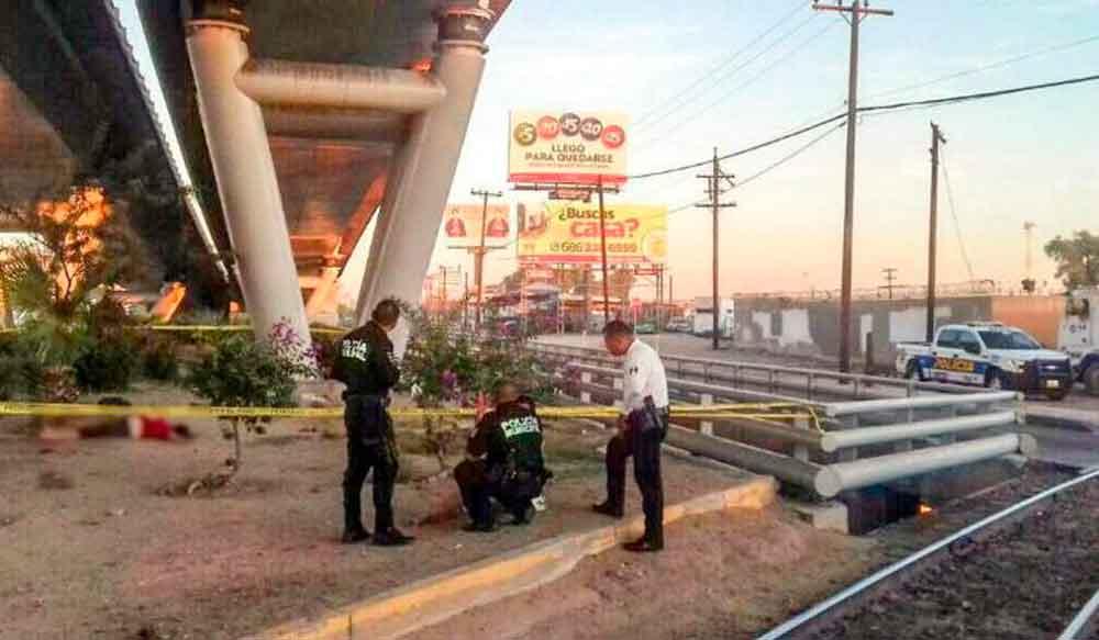 Muere jovencita al caer de puente en Mexicali