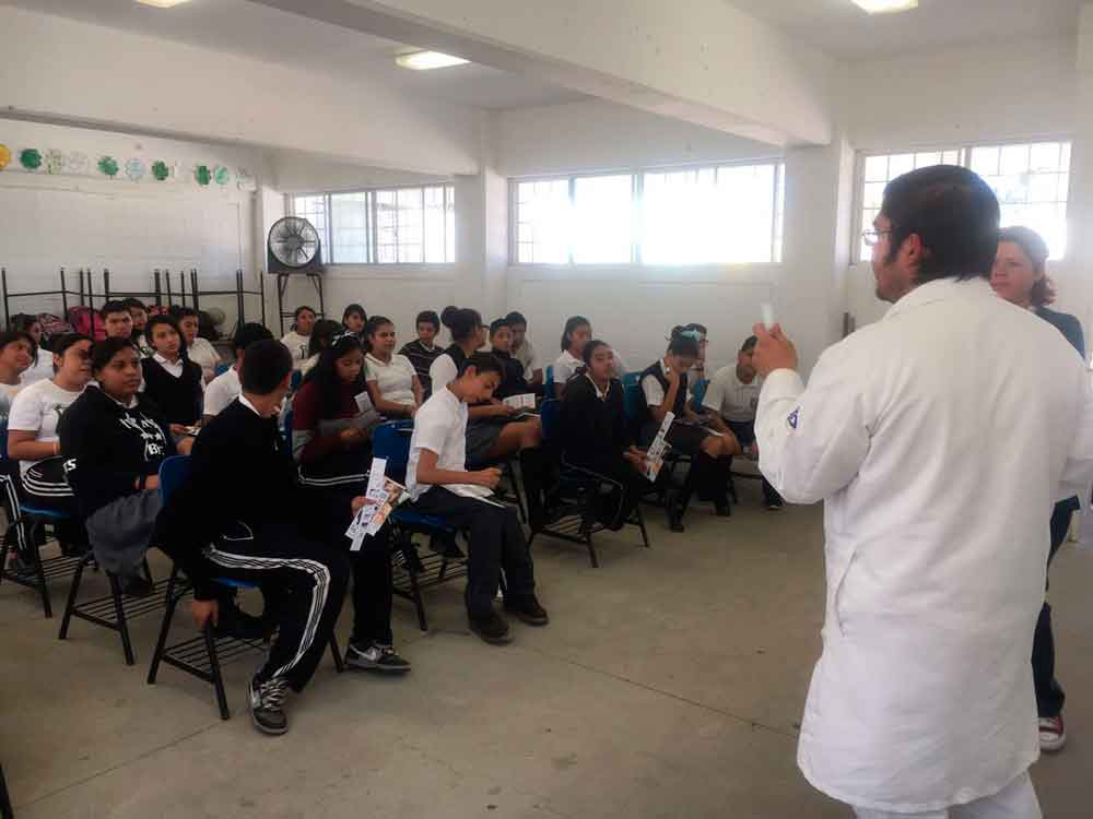 Lleva Imjuvet pláticas de orientación integral a la juventud