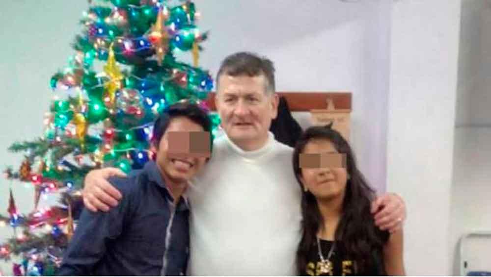 """Pastor anuncia su matrimonio con niña de 12 años por """"llamado de Dios"""""""