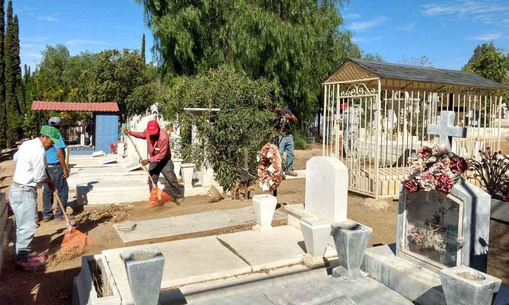 Alistan panteones municipales en Tecate