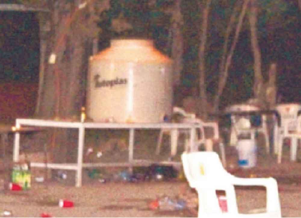 """Universitarios festejan con 500 litros de """"agua loca"""" y terminan intoxicados"""