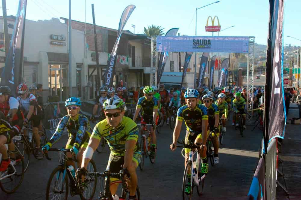 Más de 400 ciclistas participaron en la 3era edición de Baja Bike Race