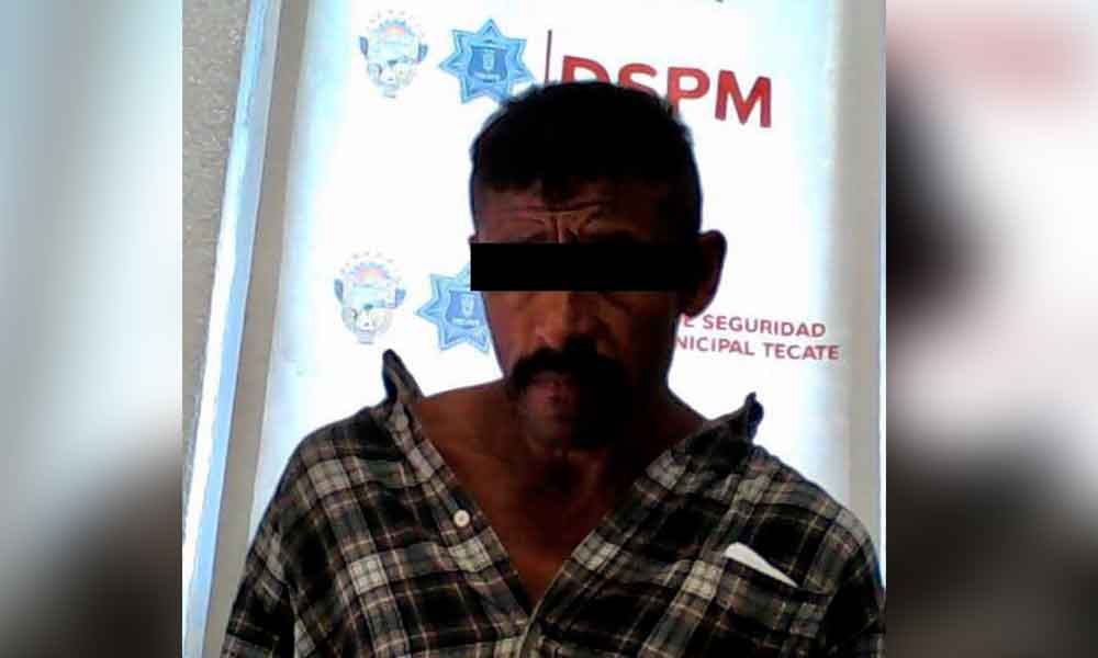 Fue capturado agrediendo a su esposa frente a Presidencia Municipal de Tecate