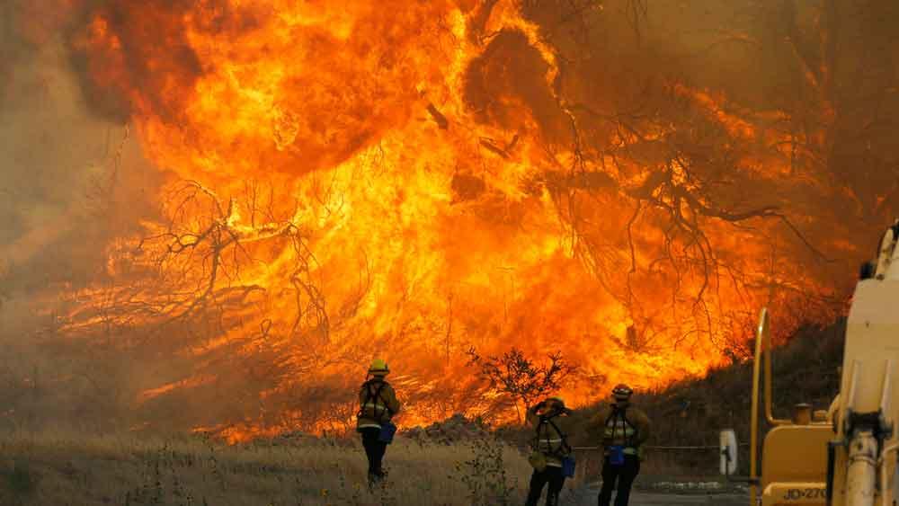 Aumenta a 17 muertos y 150 desaparecidos por incendios en California