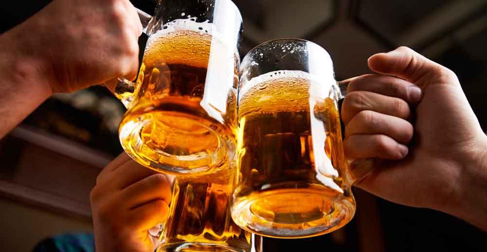 Cerveceros colaboran para crear una cerveza artesanal especial en San Diego
