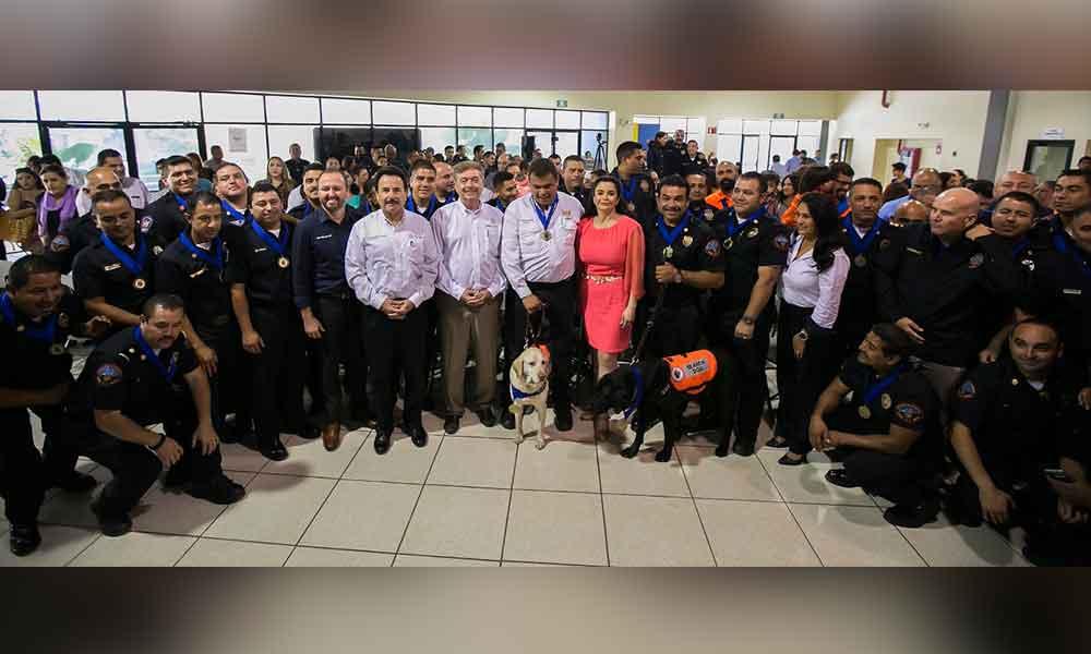 Entregan medallas a contingente bajacaliforniano que apoyó durante sismo en CDMX