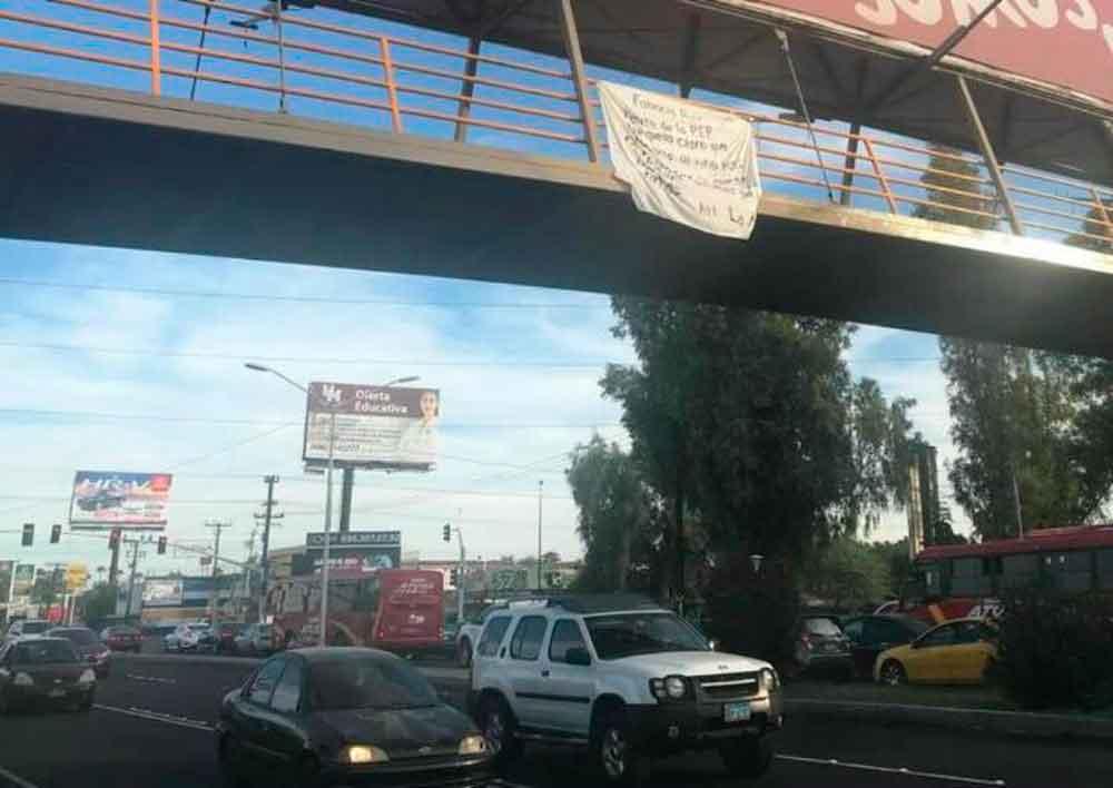 Colocan narcomanta frente a UABC Mexicali