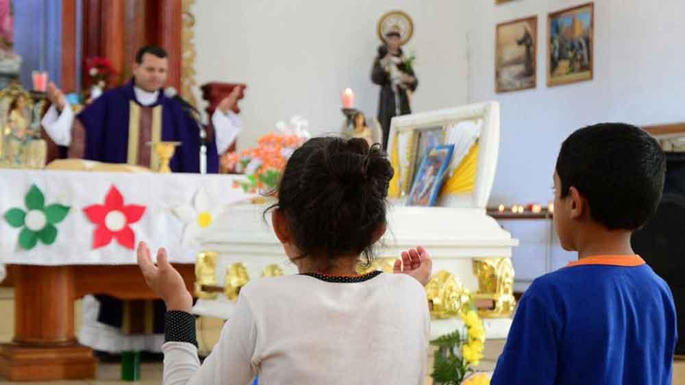 Niño de 9 años se ahorca tras suicido de su padre