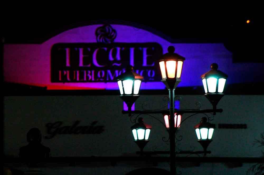 Durante octubre iluminan de rosa el parque Miguel Hidalgo de Tecate