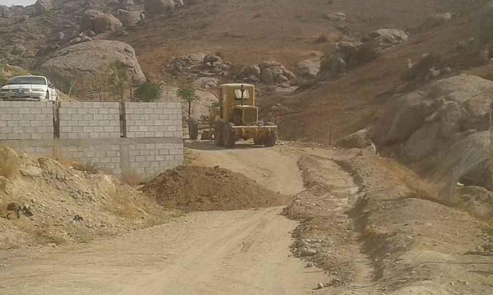 Rehabilitan caminos vecinales del Valle de las Palmas