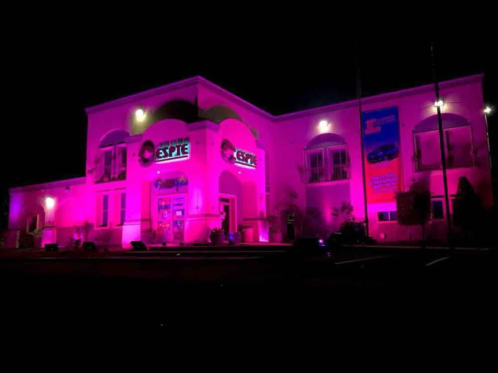 CESPTE ilumina de rosa sus instalaciones en el marco del día mundial contra el cáncer de mama