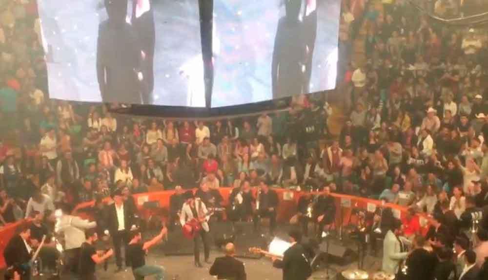 Rechazan propuesta de matrimonio en concierto de Julión Álvarez