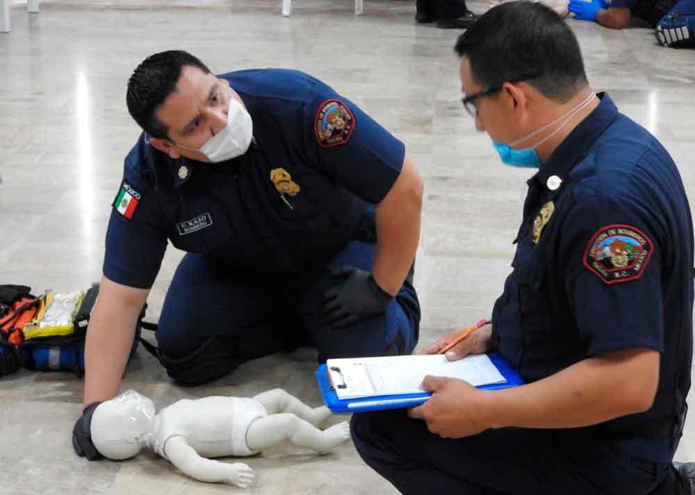 Capacitan a Bomberos de Tecate como primeros respondientes