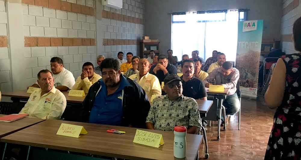 Imparten taller de servicio al cliente a taxistas de Tecate