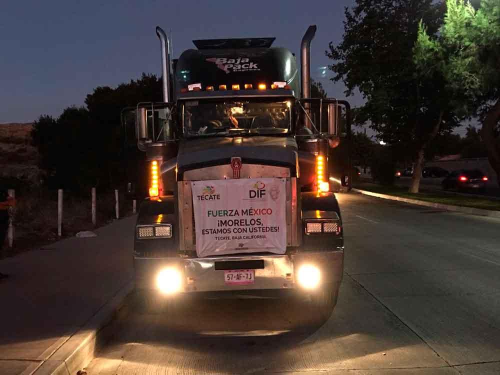 Sale camión tecatense con víveres para damnificados en Morelos