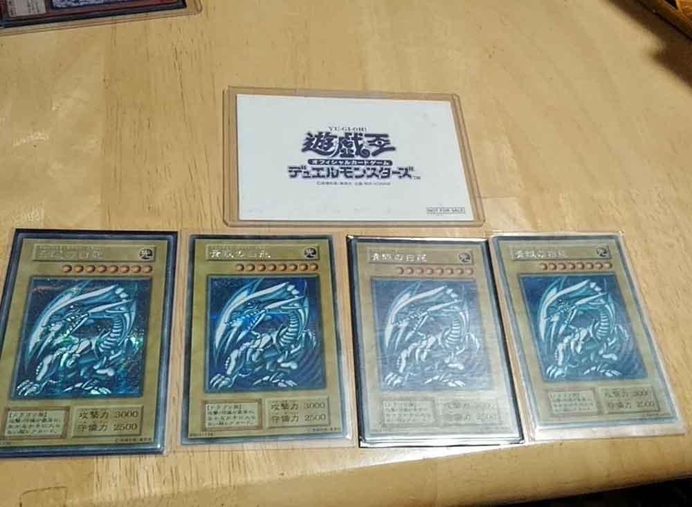 Padre vende sus cartas de Yu-Gi-Oh para pagar la escuela de su hija
