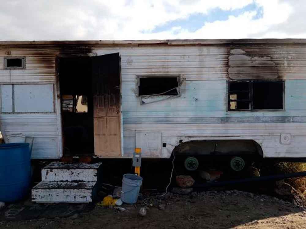 Se incendia casa móvil con niña en el interior